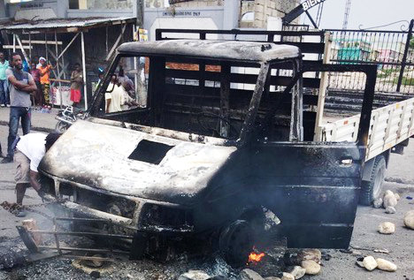 Truck burnt by bandits