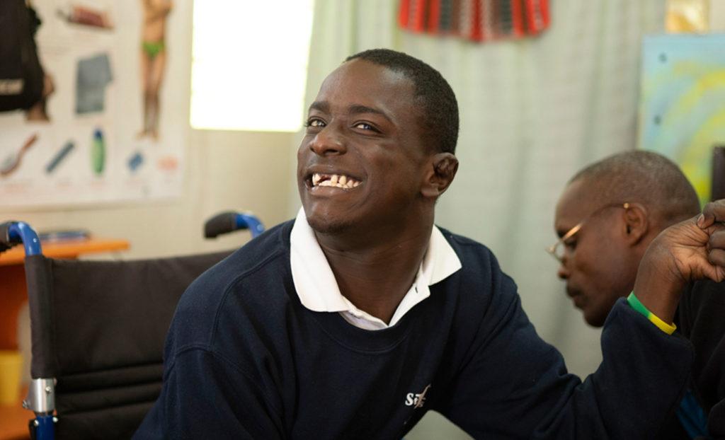 Cleevens aprendiendo inglés con su maestra Mauricet